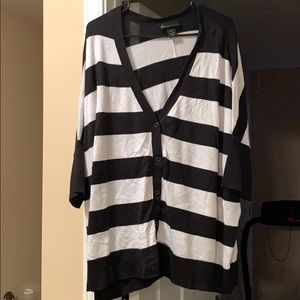 Black and white large stripe light weight sweater